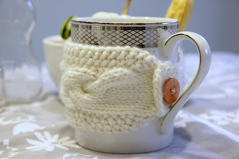 cabled knit mug cozy